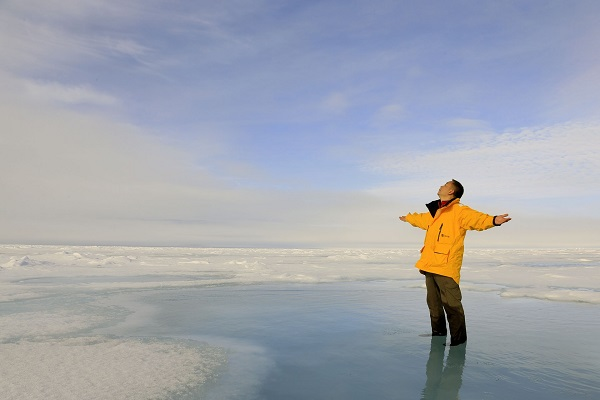 北極点クルーズで北極点周辺を散策