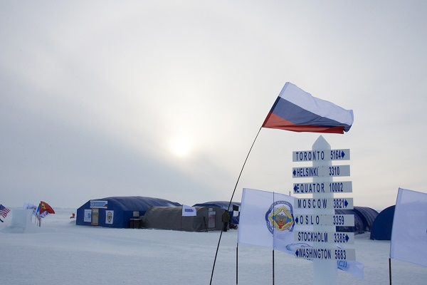 北極点旅行の拠点、バルネオアイスキャンプ