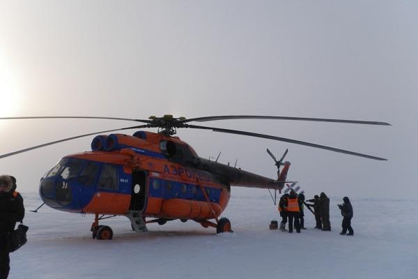 ヘリコプターで北極点を目指す
