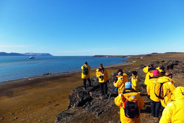 北極スピッツベルゲンクルーズでのツンドラハイキング