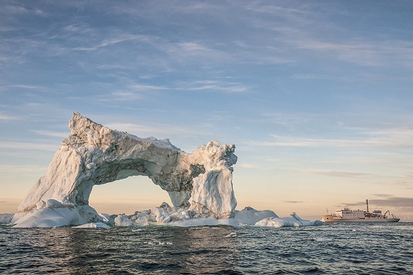 グリーンランド・イルリサットの巨大な氷山