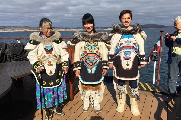 カナダ北極クルーズでの民族衣装