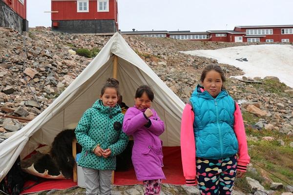 東グリーンランドクルーズで訪問する地元の集落