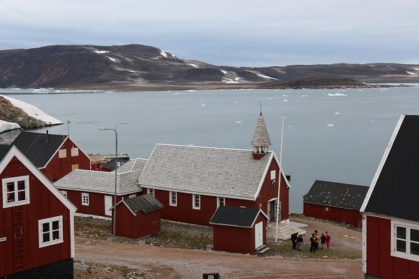 北極クルーズで訪問する東グリーンランドの集落