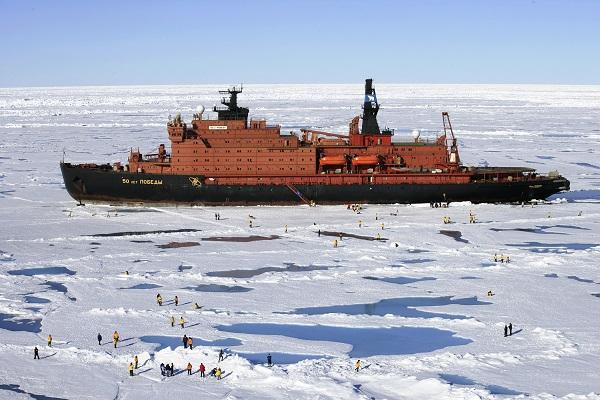 北極点クルーズで北極点に到達
