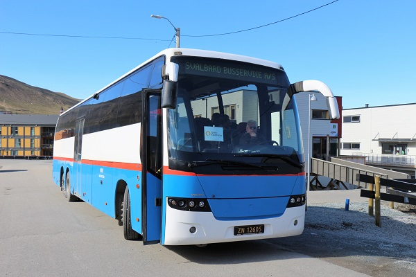スピッツベルゲン旅行の送迎バス